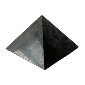 Schungit & Shungit Pyramide ca. 6 x 6 cm. poliert aus Karelien / Zertifikat